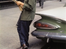 Untitled, New York (man leaning on car reading paper), 1959<br />C- Print<br />signiert und datiert verso Untitled, New York (man leaning on car reading paper), 1959