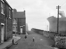 Chris Killip, Housing and Shipyard, Wallsend, Tyneside, 1975